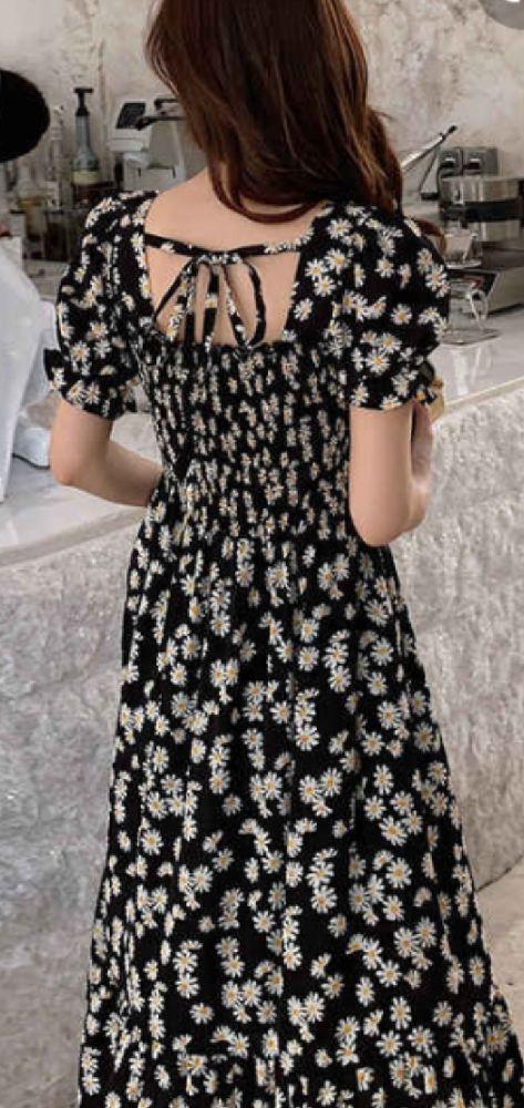 Belle robe avec petites fleurs