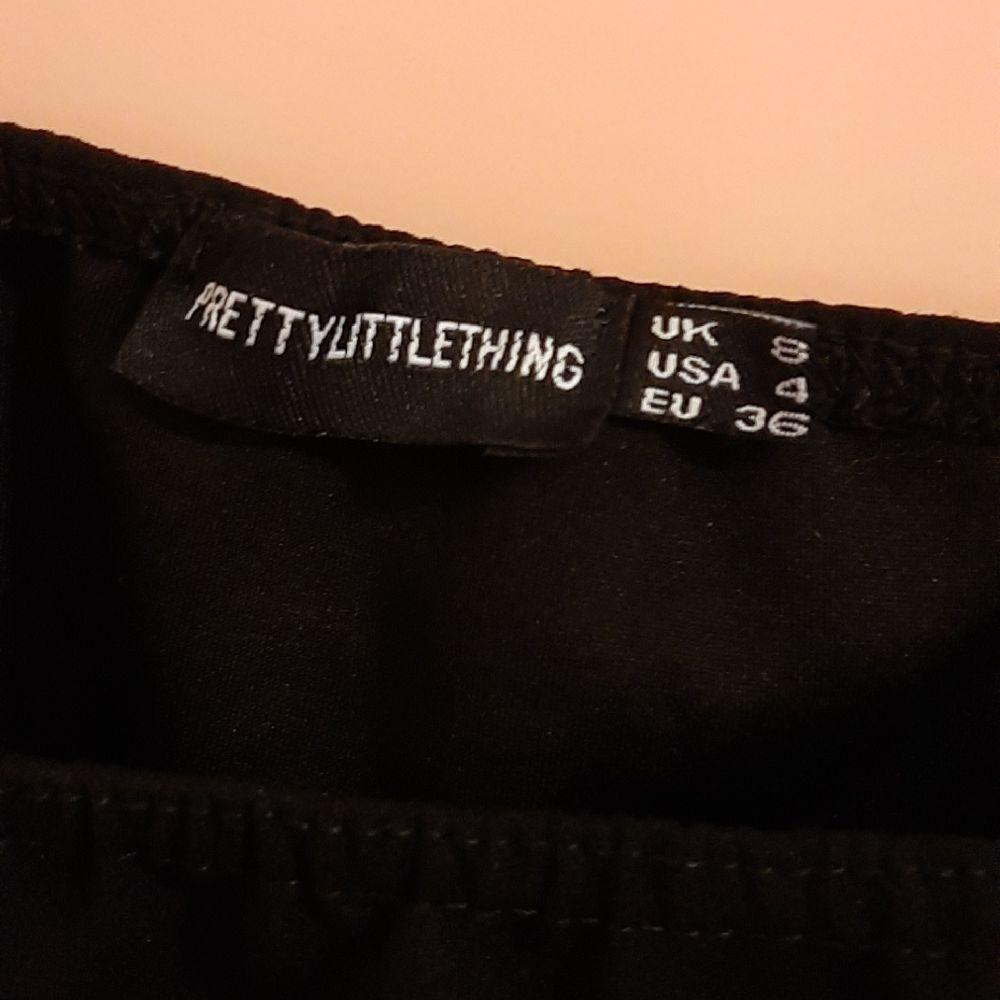 Body-string manches longues col carré noir
