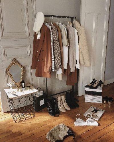 Dressing de clothes_for_sale